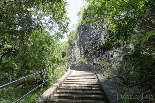 鋸山の急な階段